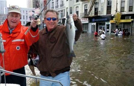 Bush steunt New Orleans!