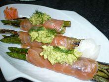 Verduras con salmon y vinagreta de aguacate